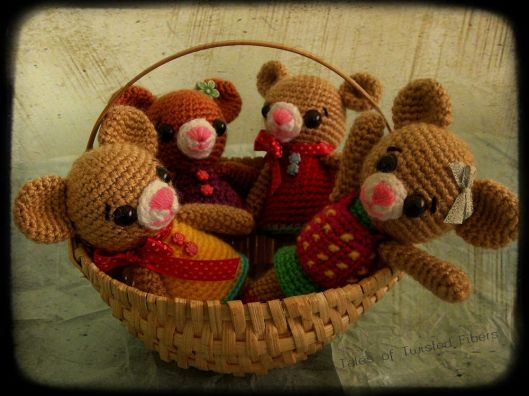 Amigurumi-Teddy-Bears-in-basket_Tales-Of-Twisted-Fibers.jpg