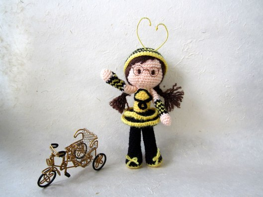 1. Bee-Girl-Amigurumi-(rickshaw-landscape)_Tales-of-Twisted-Fibers