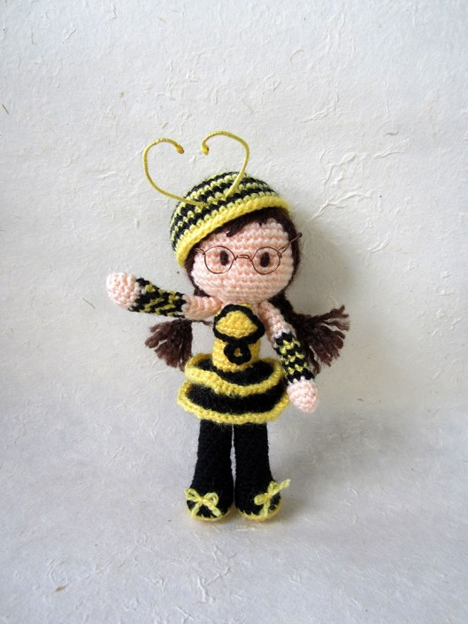 5. Bee-Girl-Amigurumi-(slanted-hat-closeup)_Tales-of-Twisted-Fibers