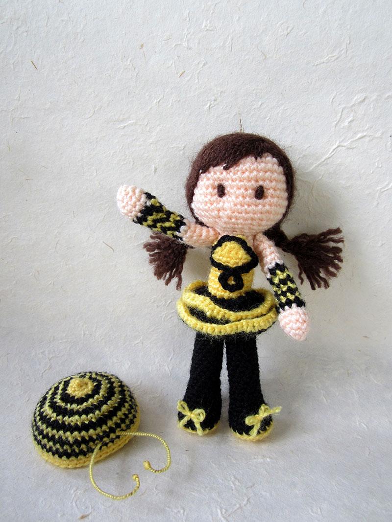 6. Bee-Girl-Amigurumi-(no-hat)_Tales-of-Twisted-Fibers